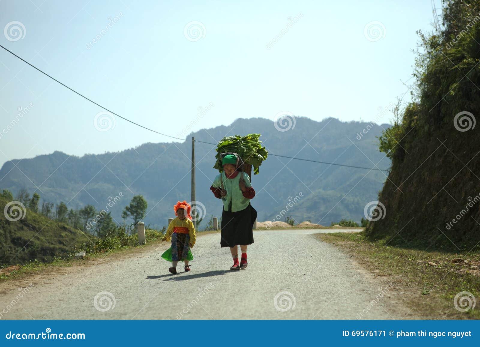 Mamã e filha da minoria étnica