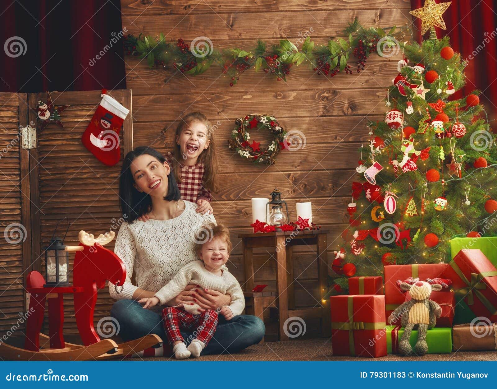 Mamã e suas filhas bonitos