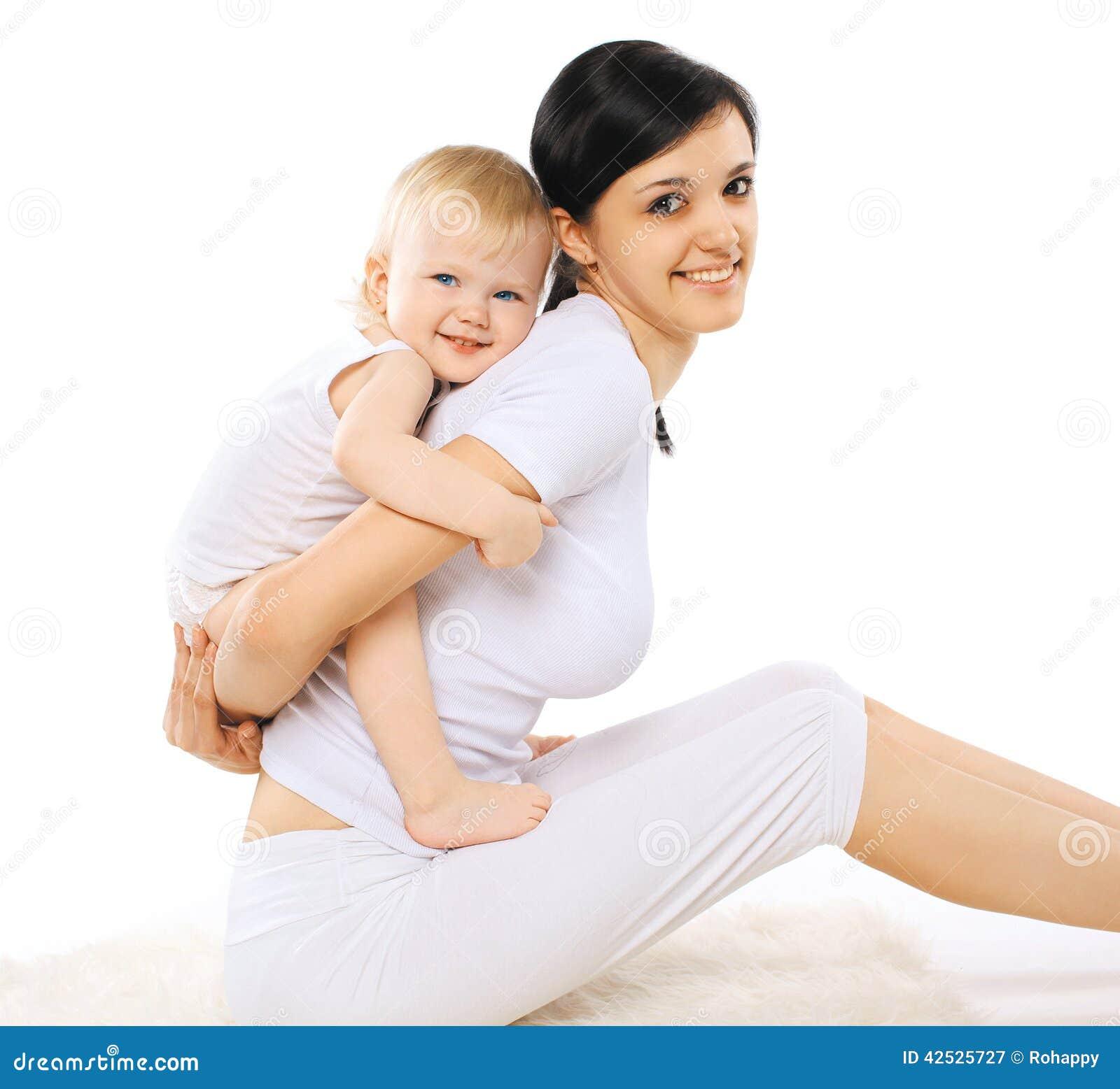 Mama i dziecko robi ćwiczeniu