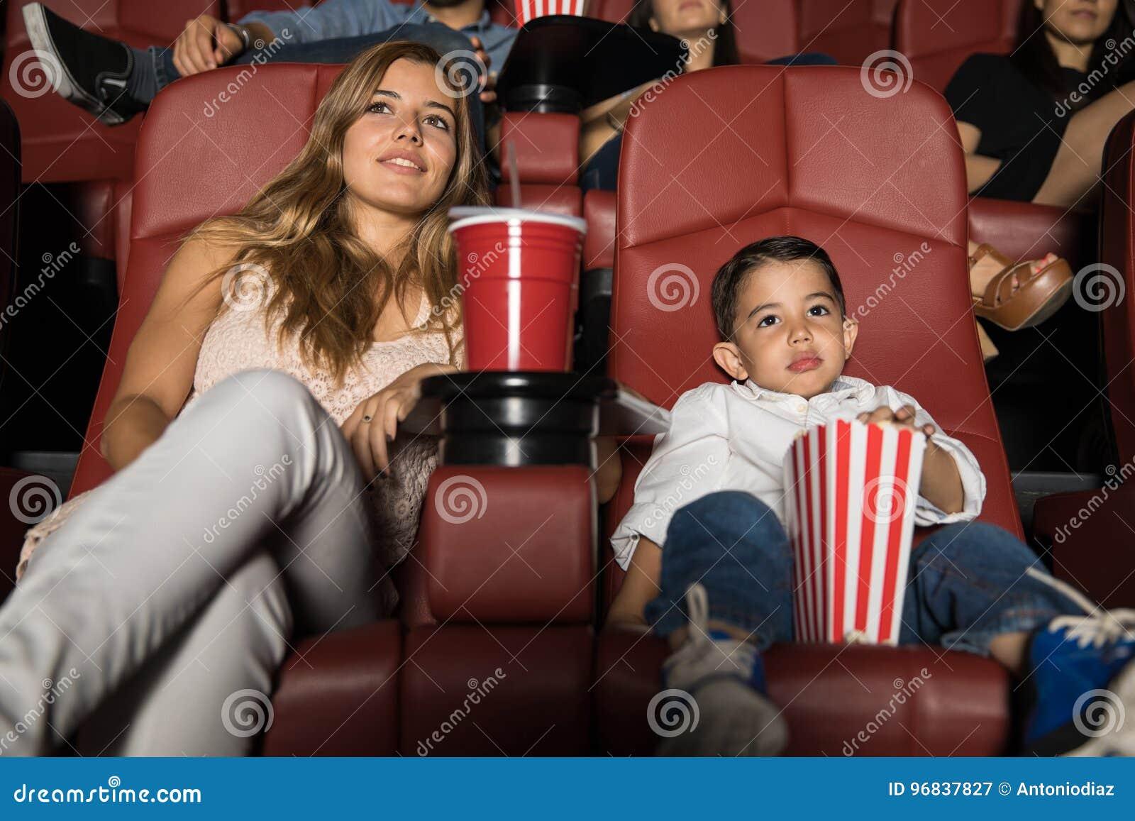 Mama i syn na film dacie
