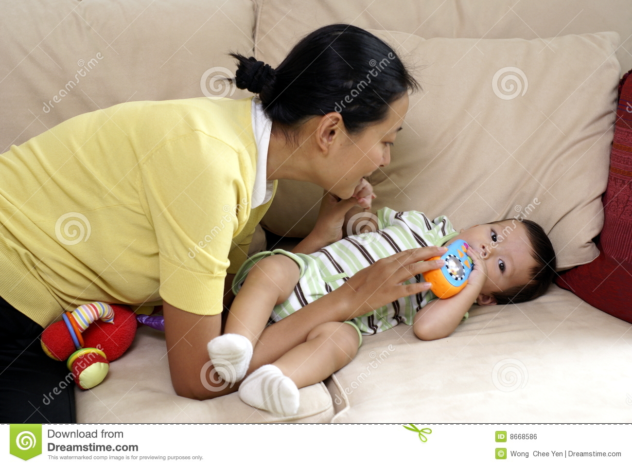 Maman chinoise et fils multiracial