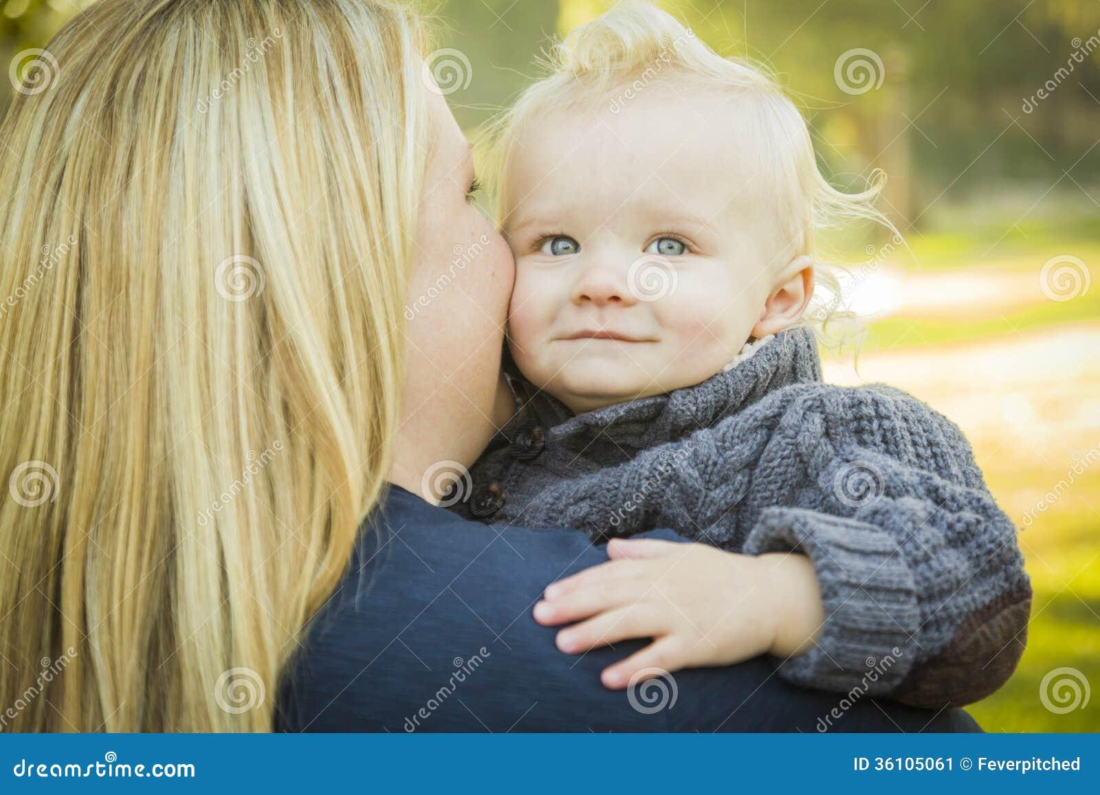 mamie aime le sexe il baise une amie