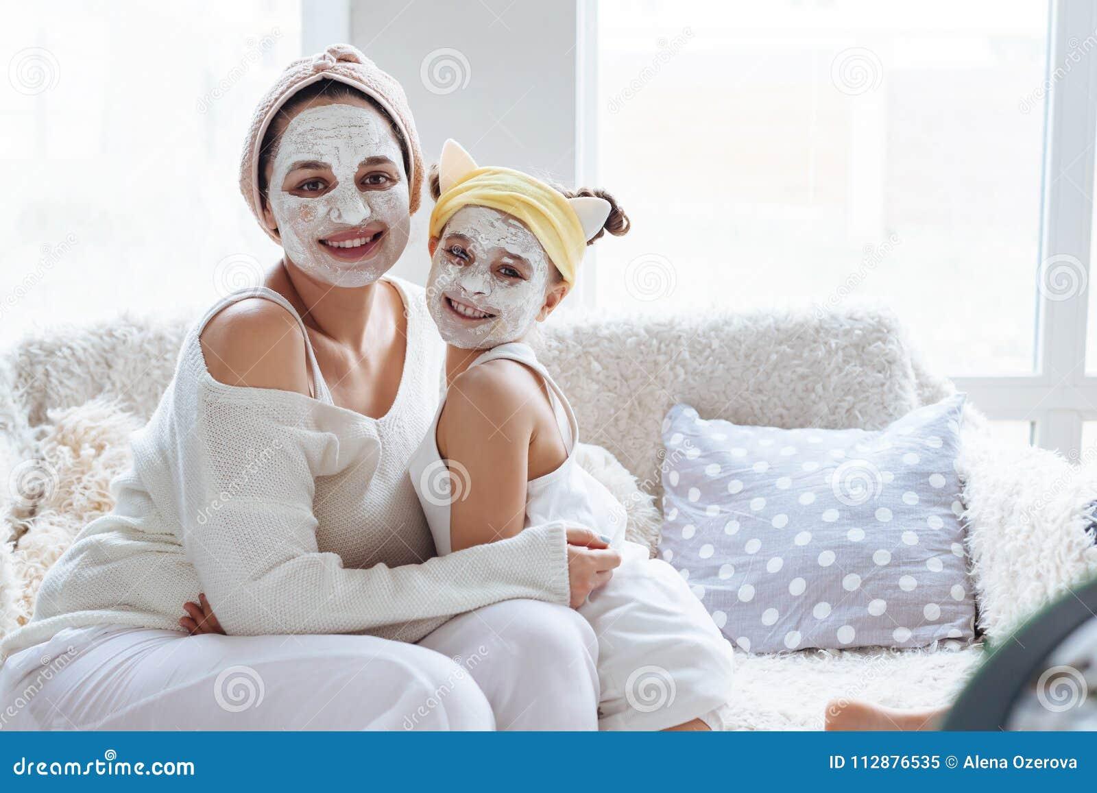 mamma che esce con sua figlia Omiai incontri