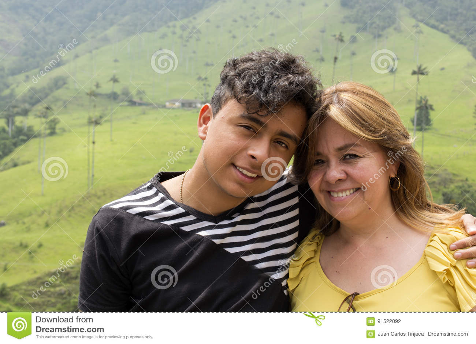 Mamma e figlio del genitore