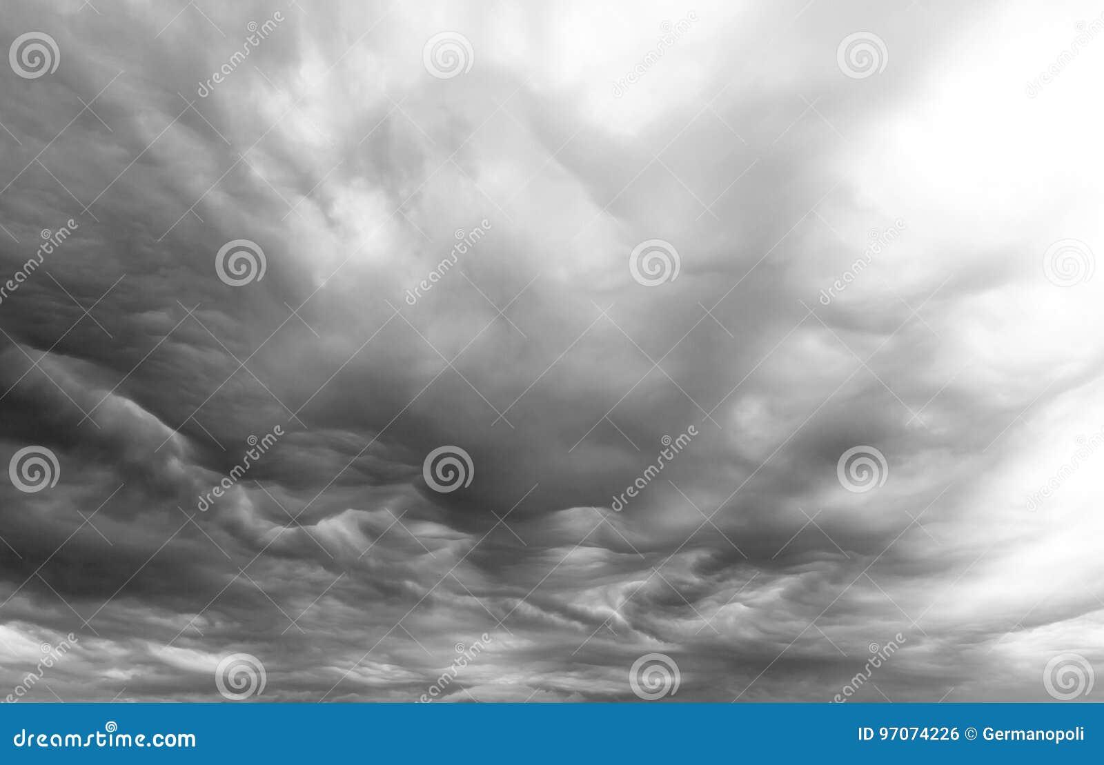 Mammatusonweerswolken