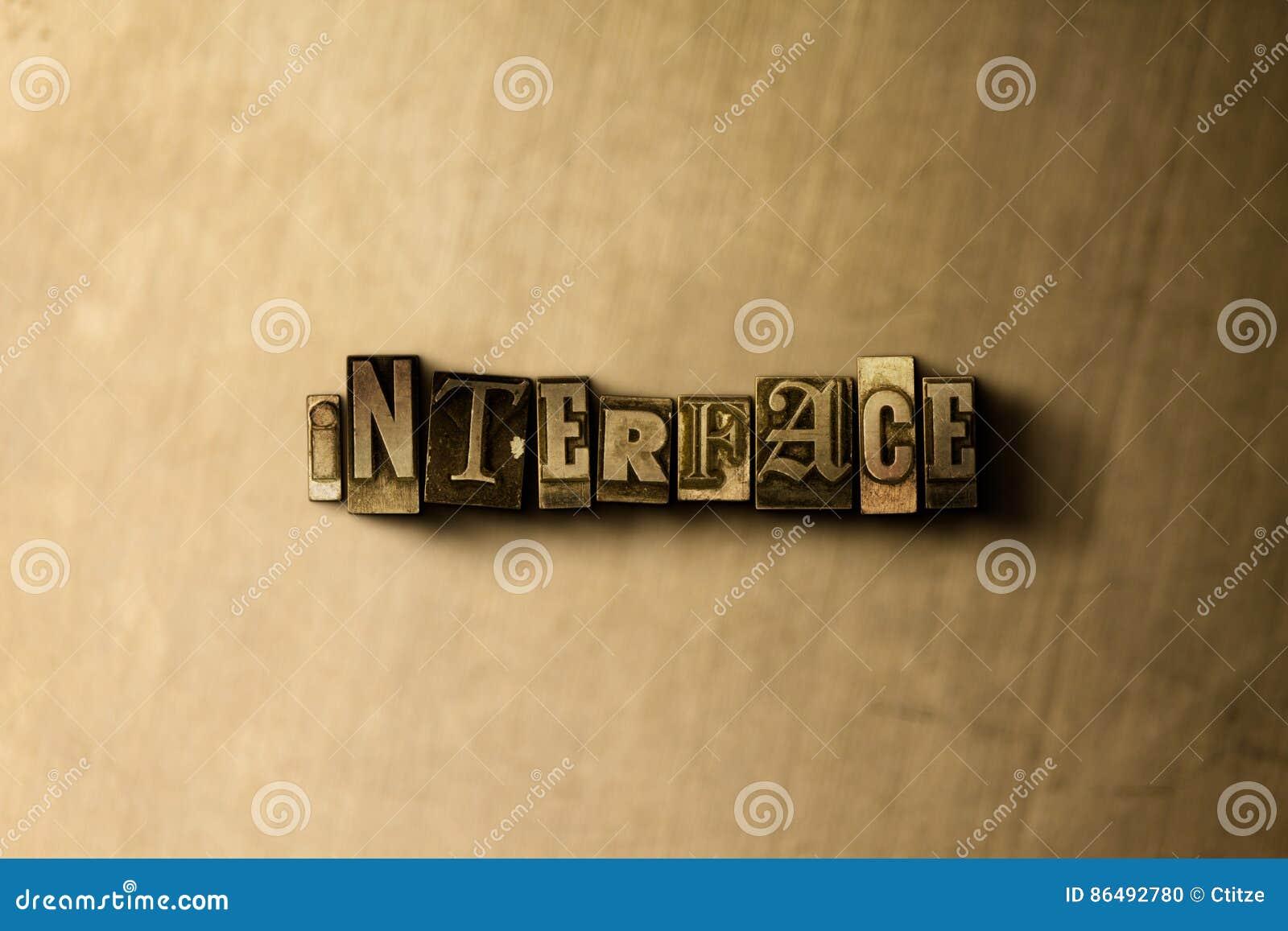 MANÖVERENHET - närbild av det typsatta ordet för grungy tappning på metallbakgrunden