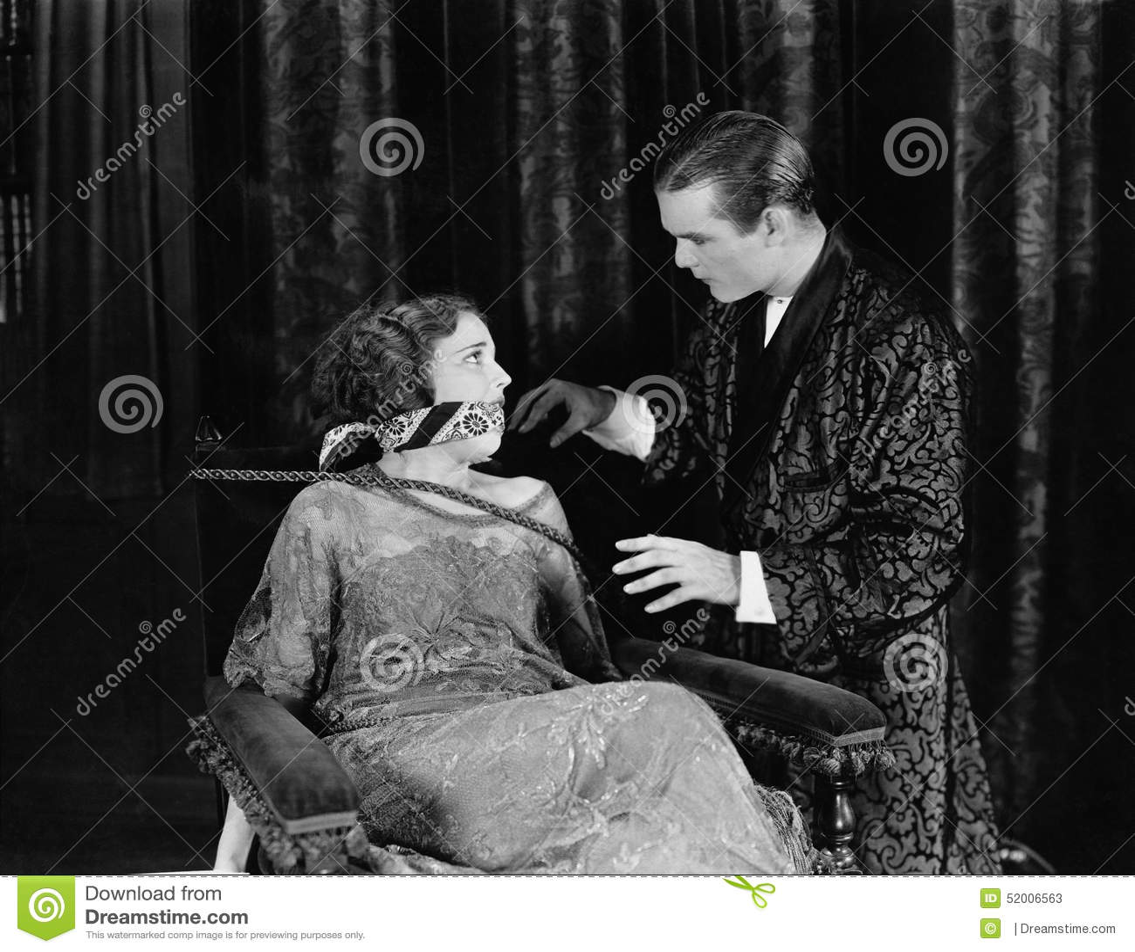 Связанные с кляпом во рту женщины 18 фотография