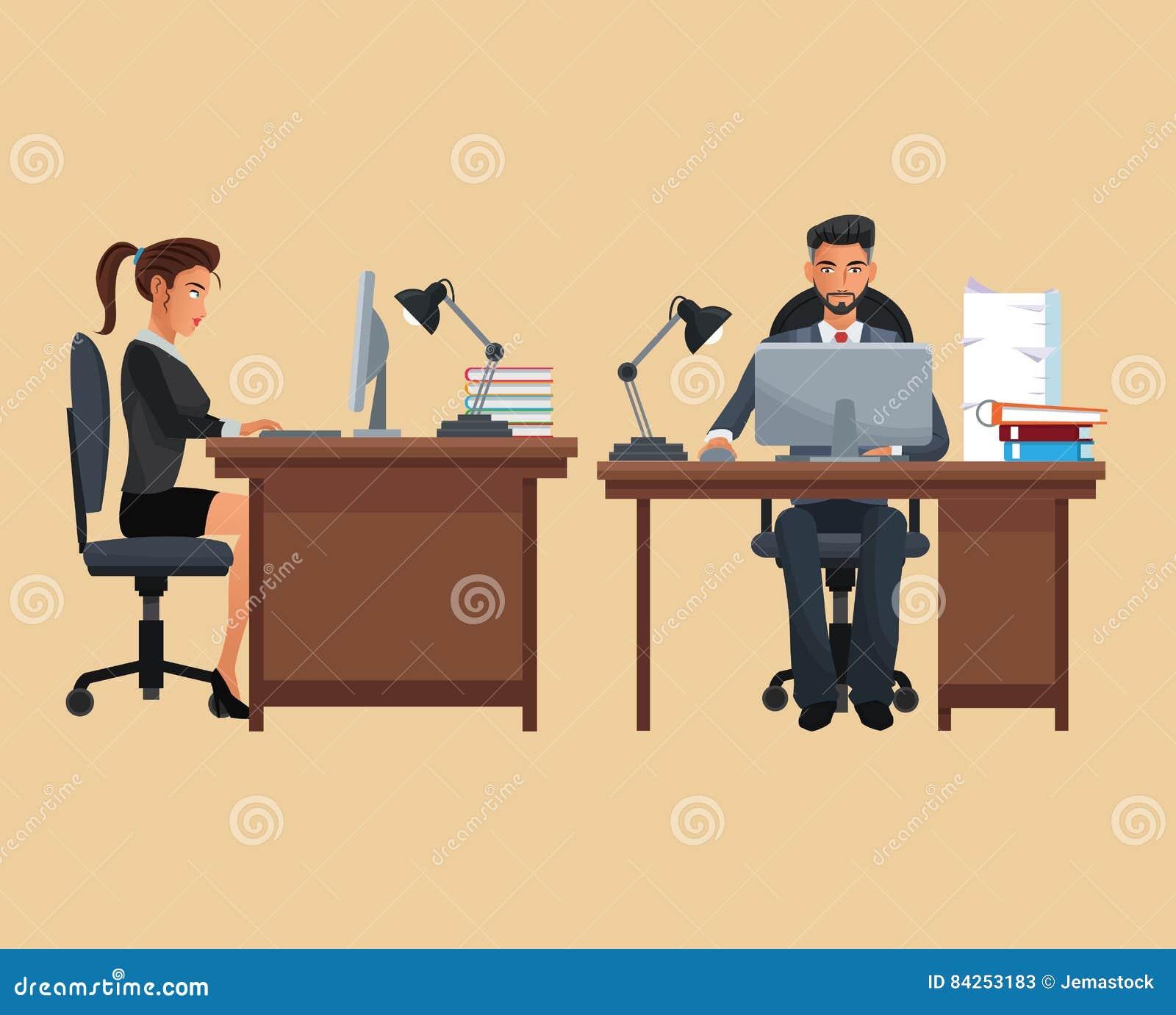 Man de plaats werkend bureau van de vrouwenzitting