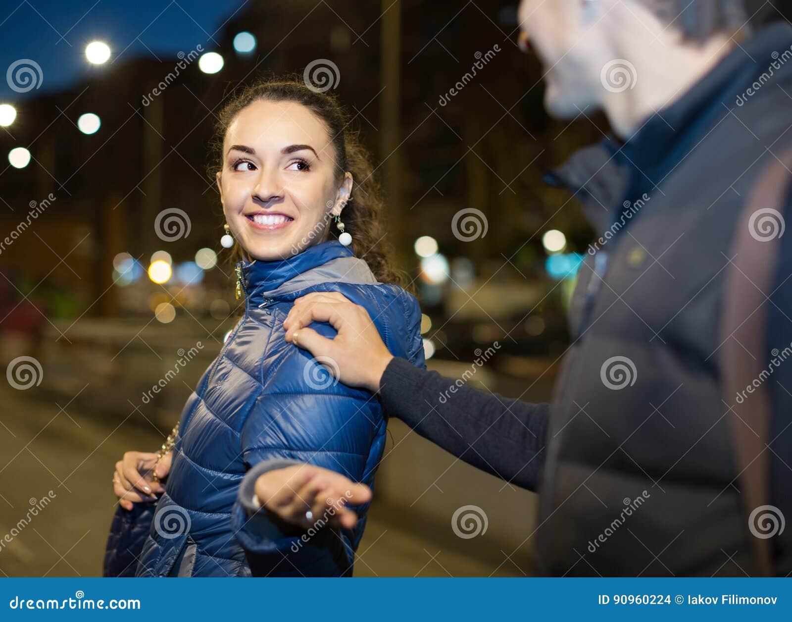 Vrouwen flirten met mannen