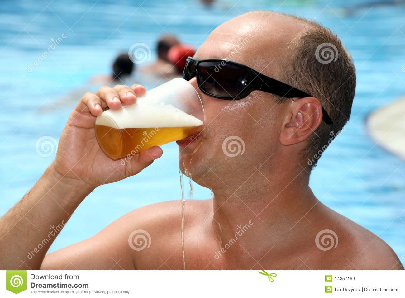Man drinking beer and it flows in the face