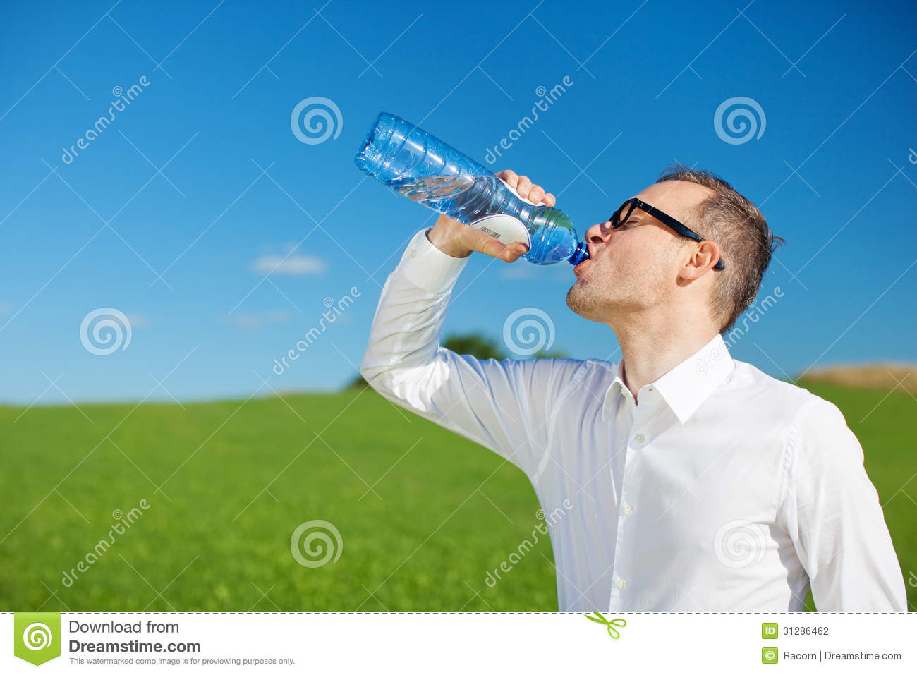Man drinking bottled w...