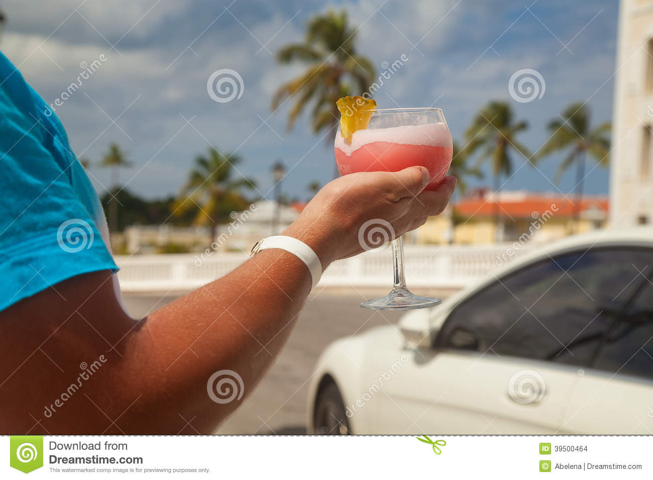 Man hand holding alcohol drink