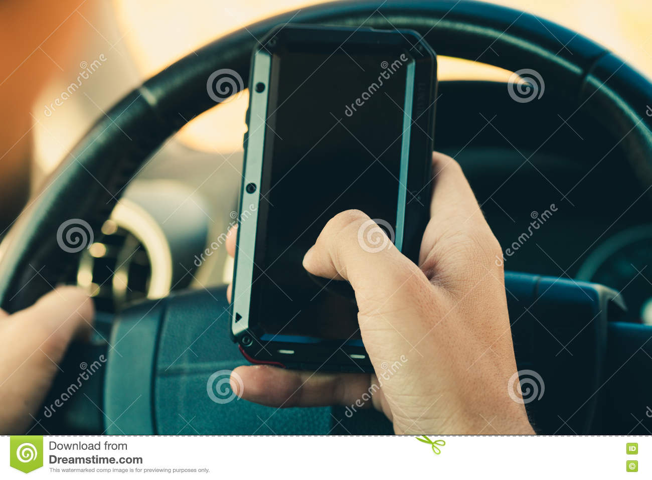 Hand Hold Smartphone In Car Royalty Free Stock Image