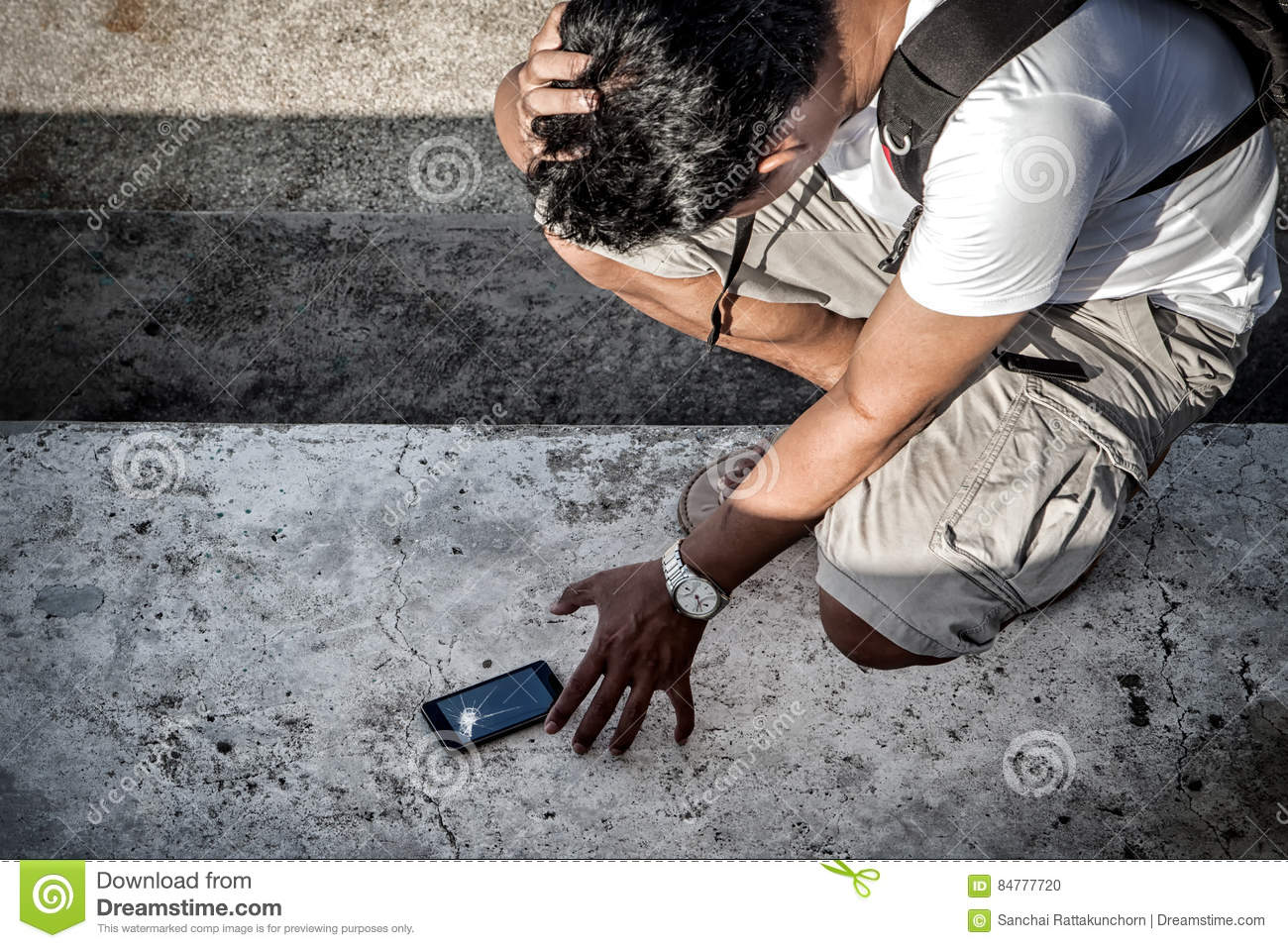 man hold the head with hand and grab a broken smartphone with cr