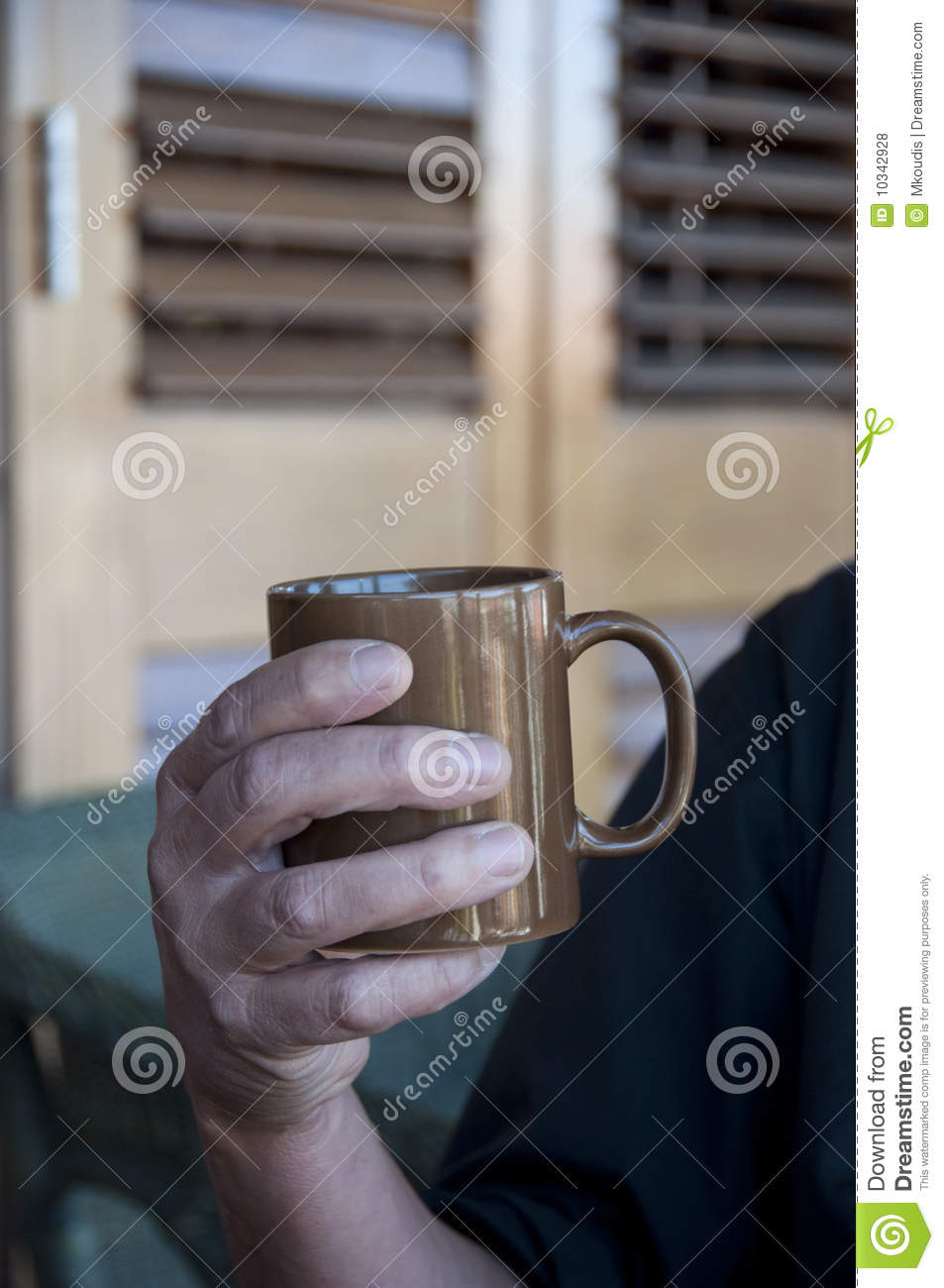 Man Holding A Hot Drink In A Mug Royalty Free Stock Photos