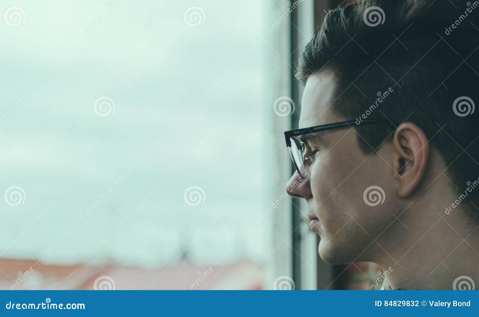 Man i exponeringsglas
