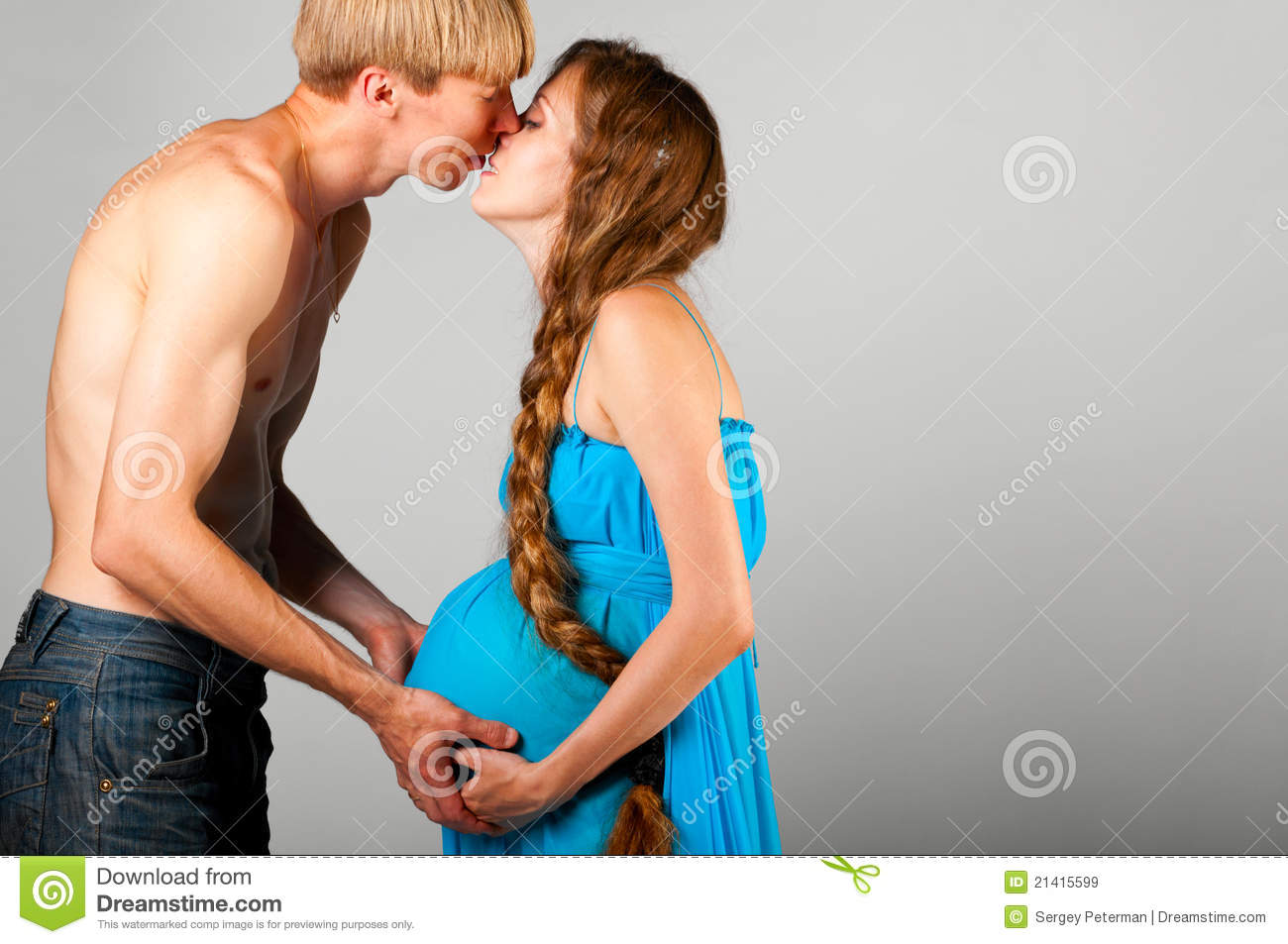 Man Is Kissing Pregnant Woman Royalty Free Stock Images