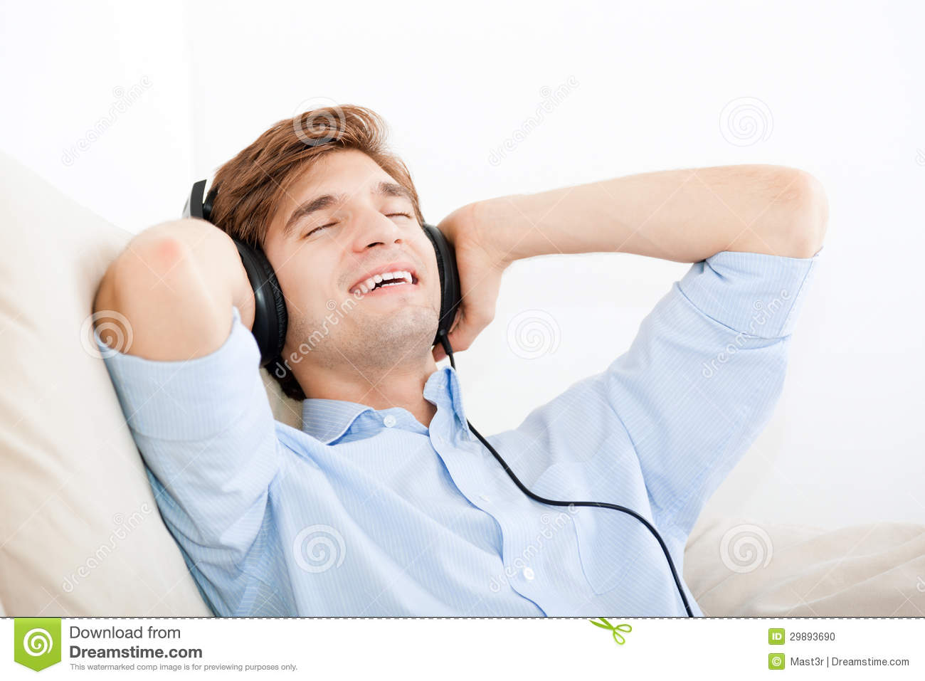 Man listening music stock photo Image of lifestyle  : man listening music headphone sofa home young handsome guy happy smile relax listen to music closed eyes 29893690 from www.dreamstime.com size 1300 x 957 jpeg 87kB