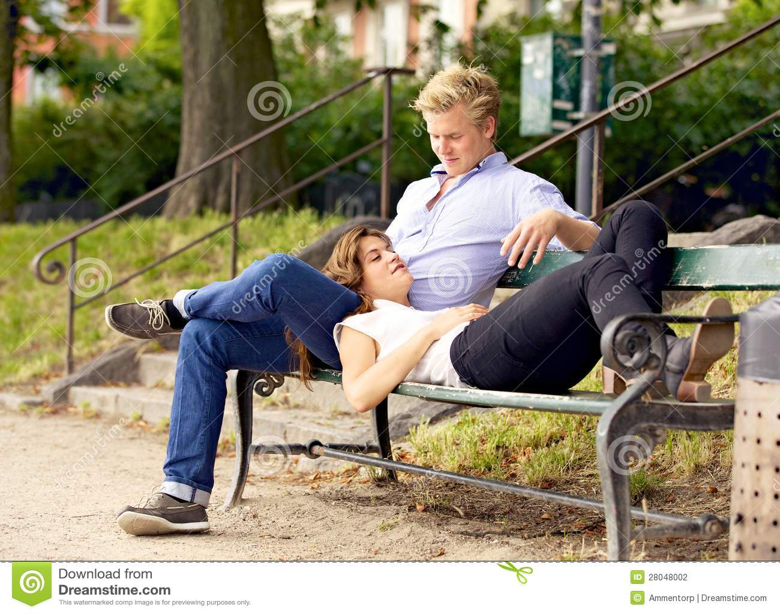 день случившегося одинокая девушка села на колени к парню успел присунуть уже