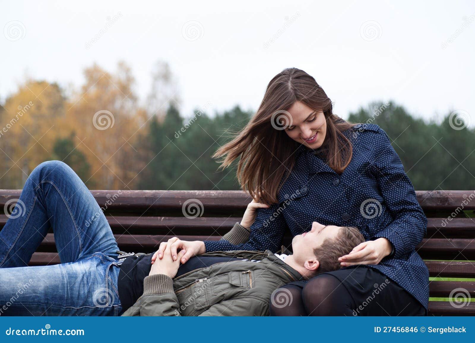 комфорт даже сонник положить голову на колени мужчине термобелье отличается