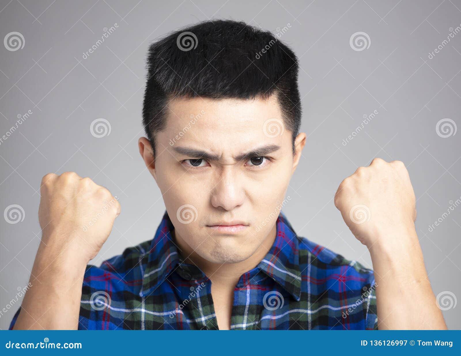Man med den ilskna och tokiga framsidan