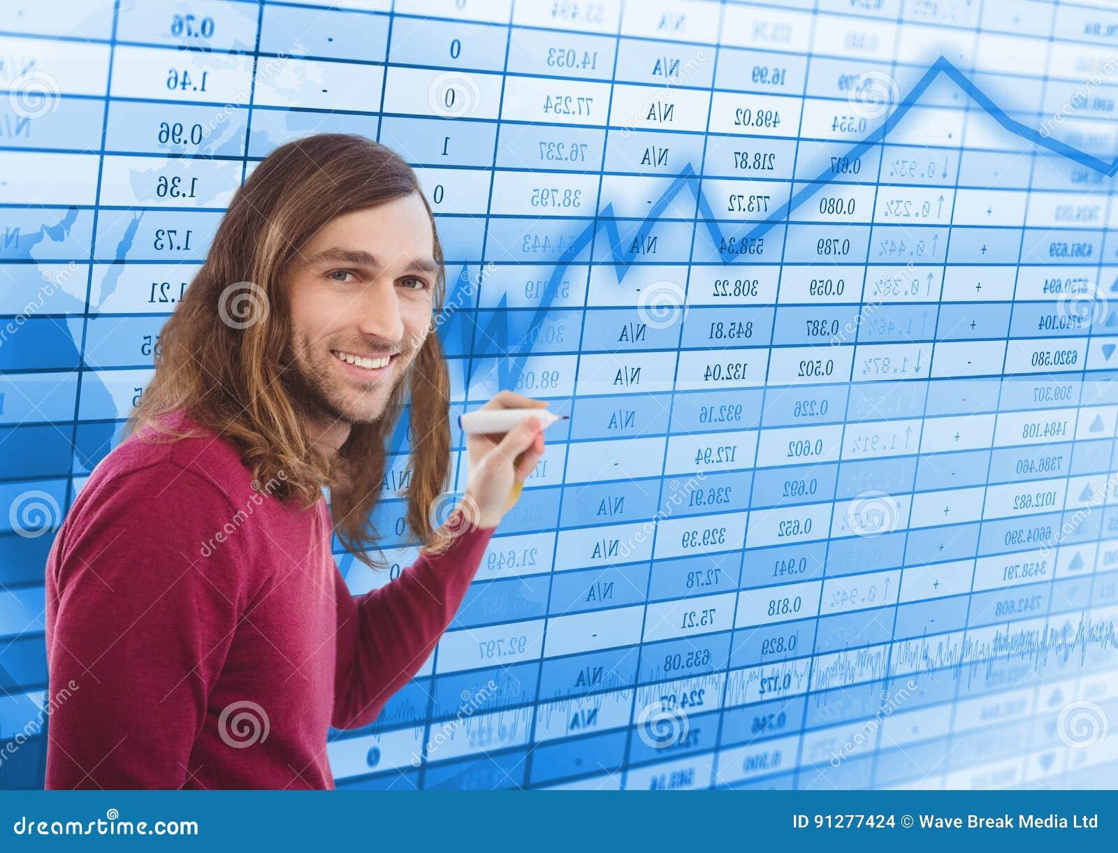 Man med pennan mot blå graf