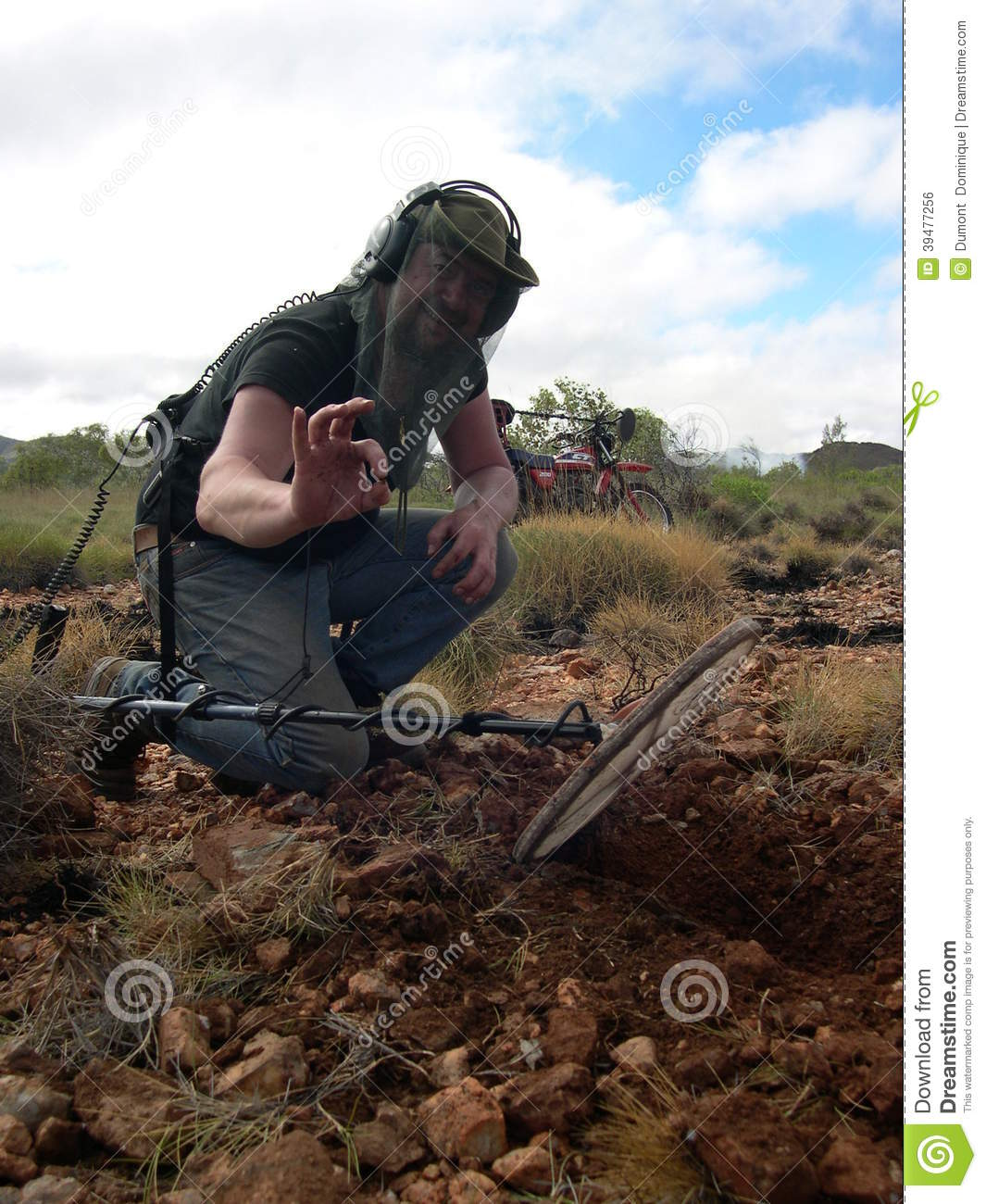 Jew Detector: Man,metal Detecting Editorial Photo. Image Of Rock, Host