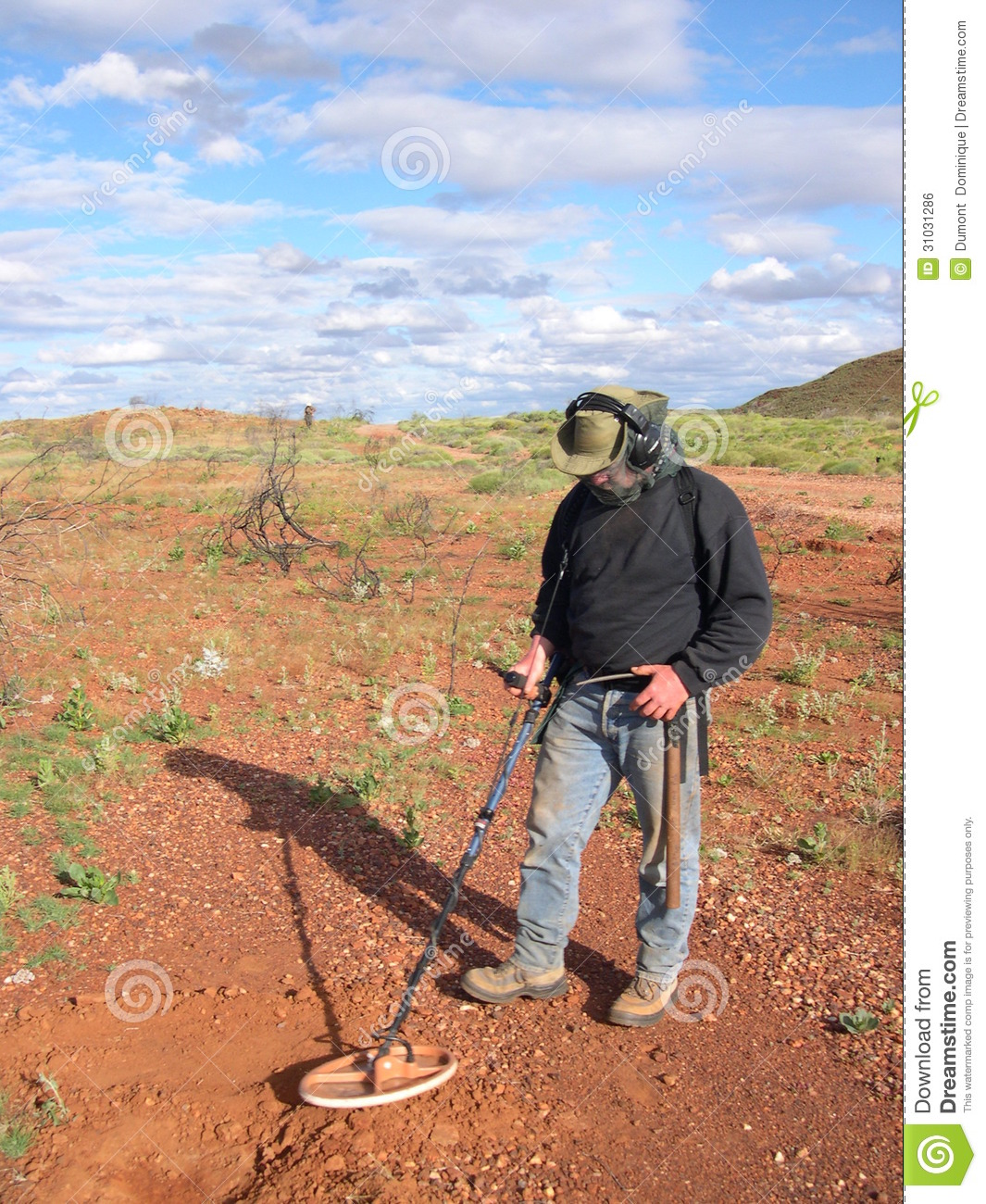 Jew Detector: Man Metal Detecting Editorial Photo. Image Of Australia
