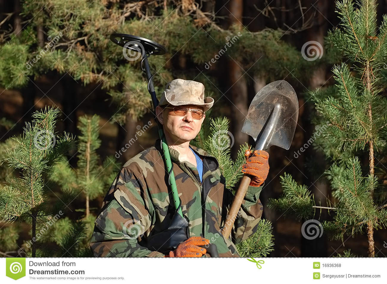 Jew Detector: Man With Metal Detector Royalty Free Stock Photos