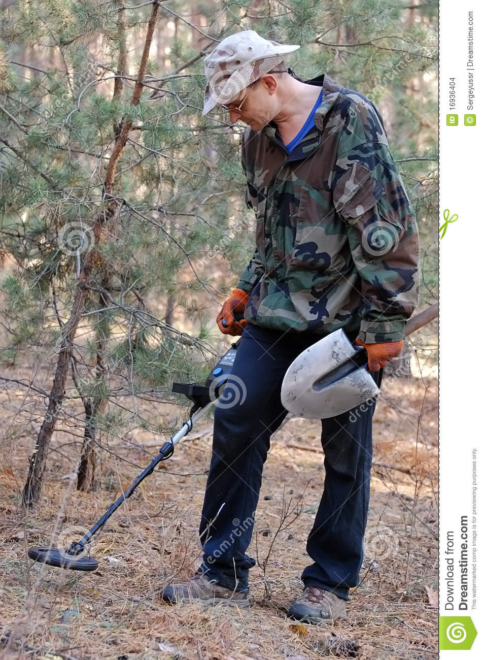 Jew Detector: Man With Metal Detector Stock Images