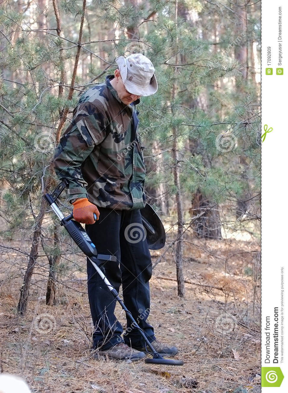 Jew Detector: Man With Metal Detector Royalty Free Stock Images