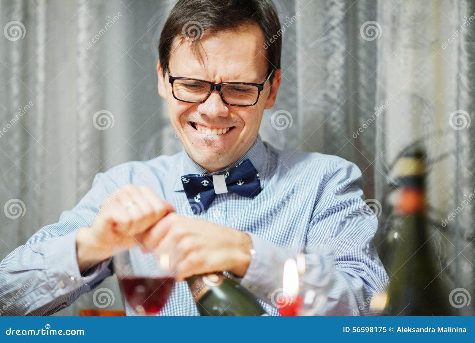 Man open the bottle