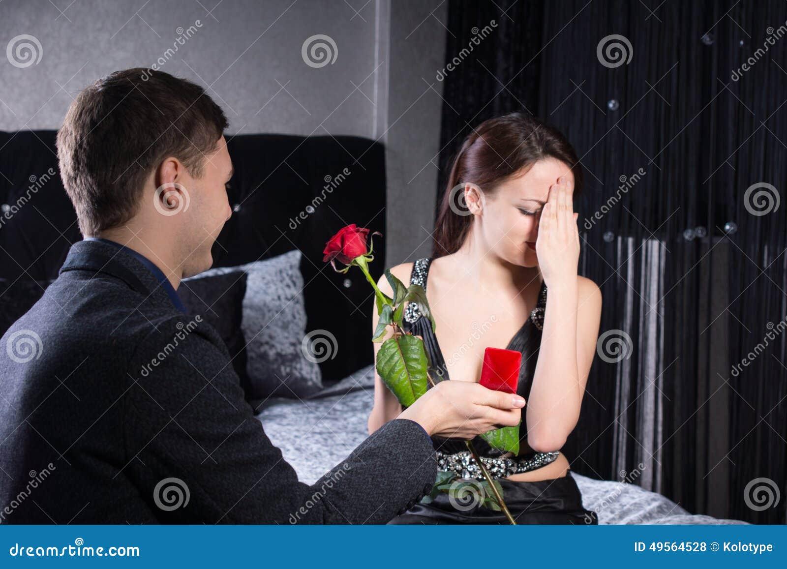 Девушка предлагает себя мужчине смотреть онлайн, зрелые голые китаянки фото
