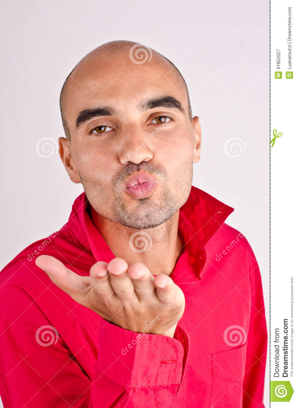 how to romantically kiss a guy