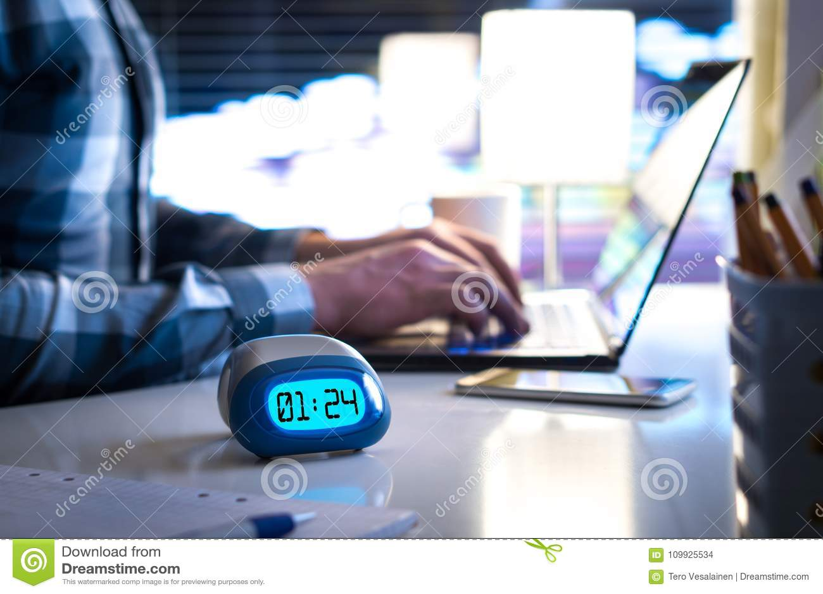 Man som sent fungerar Arbetsnarkoman eller vara bak schemabegrepp