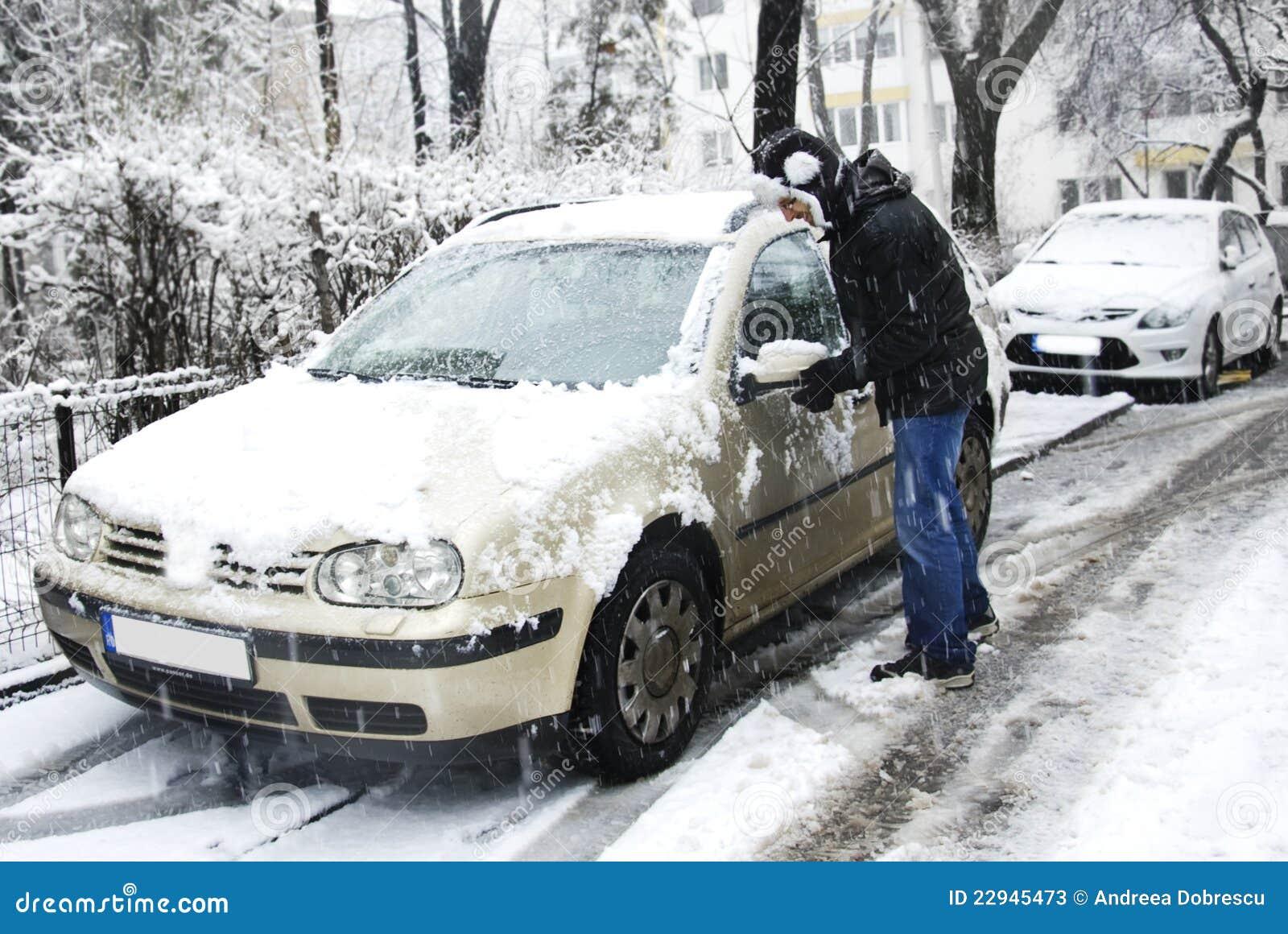 Man som tar bort snow