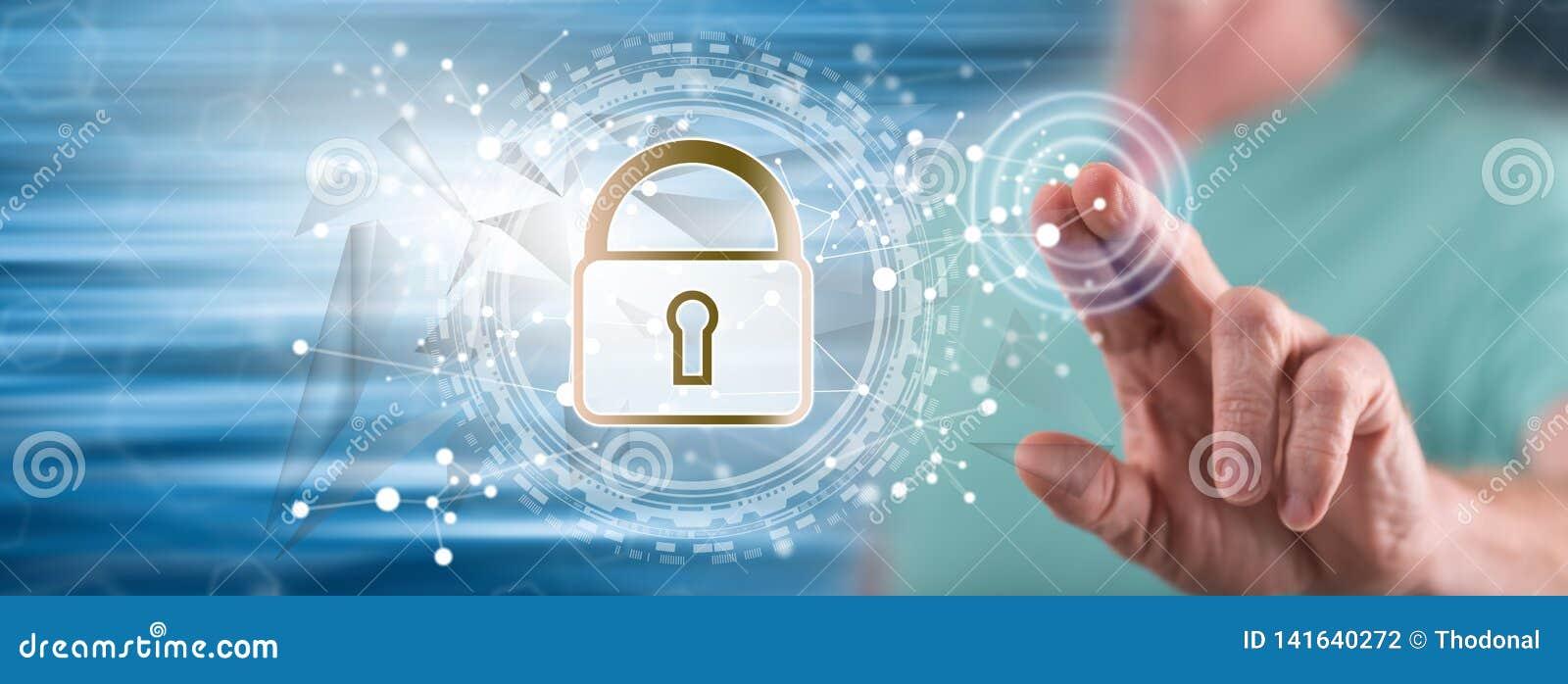 Man som trycker på ett digitalt säkerhetsbegrepp