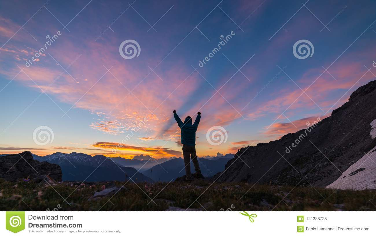 Man Sunrise Stock Images - Download 55,720 Royalty Free Photos | 1300 x 821 jpeg 85kB