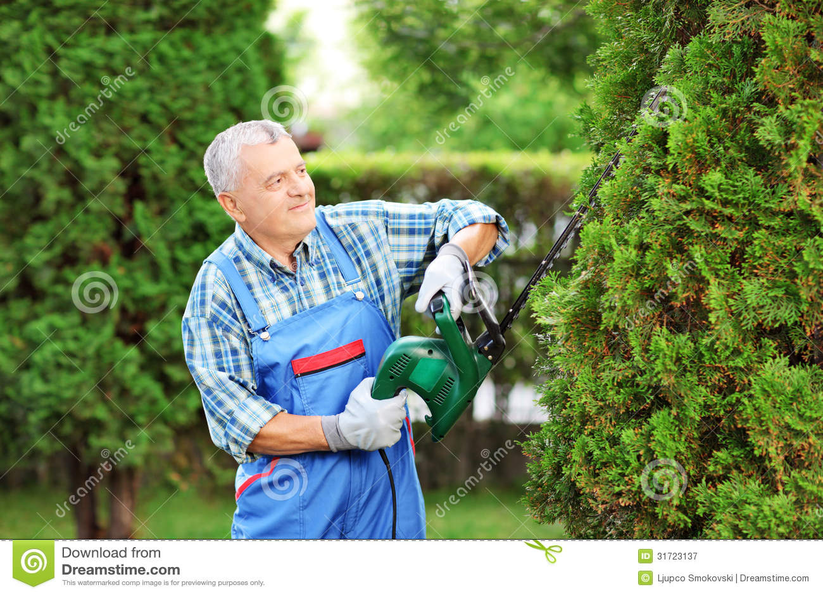 Mature content(garden worker)