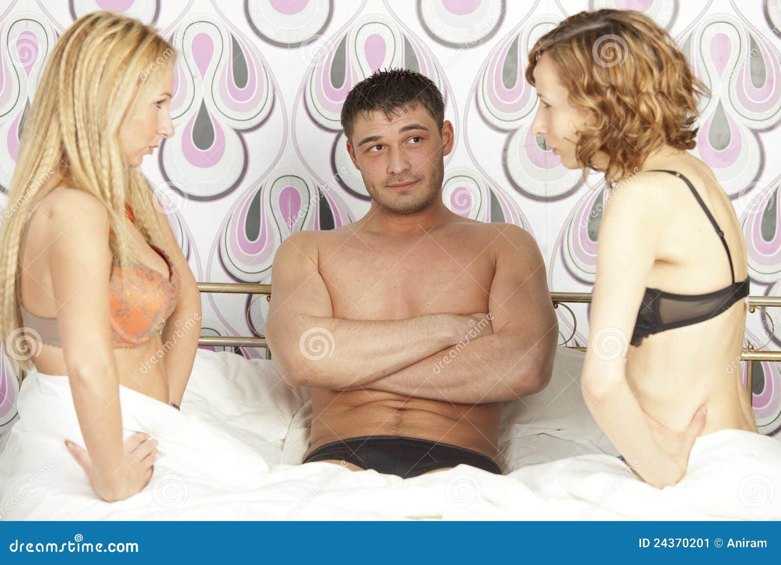 Чтобы секрету телка изменяет парню