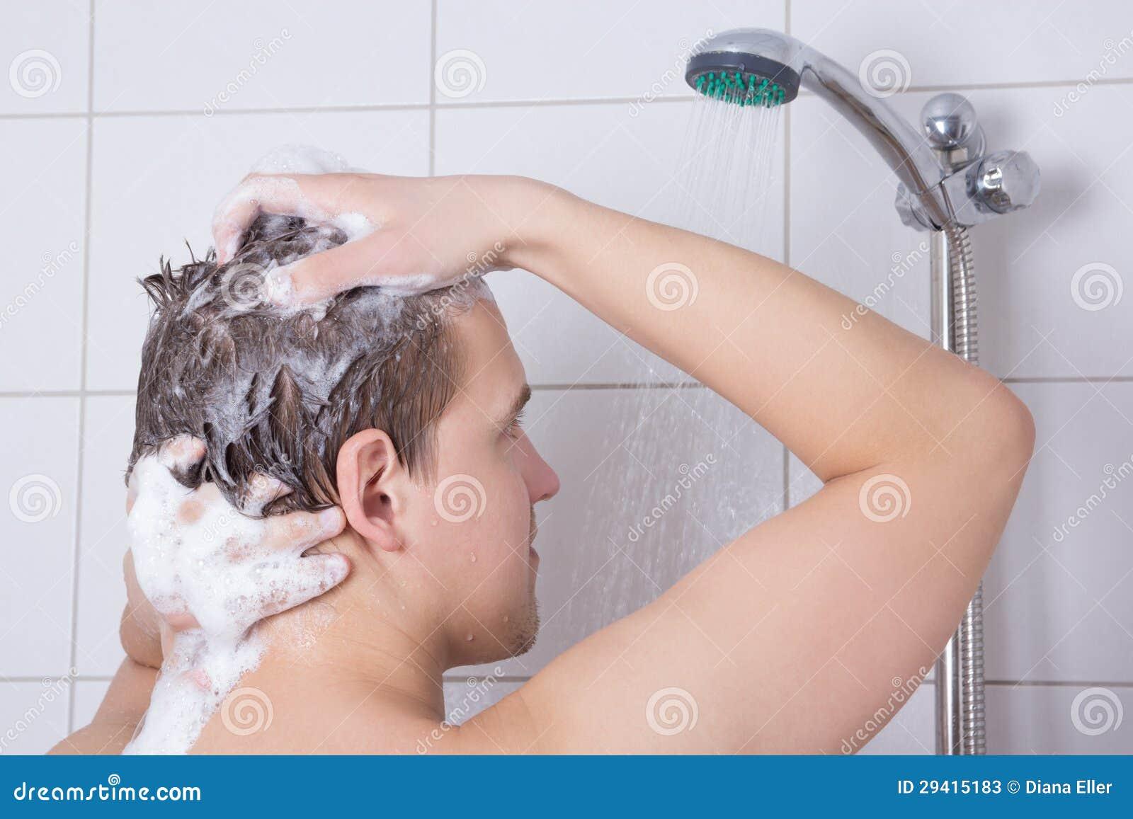 Парень моет волосы девушке фото