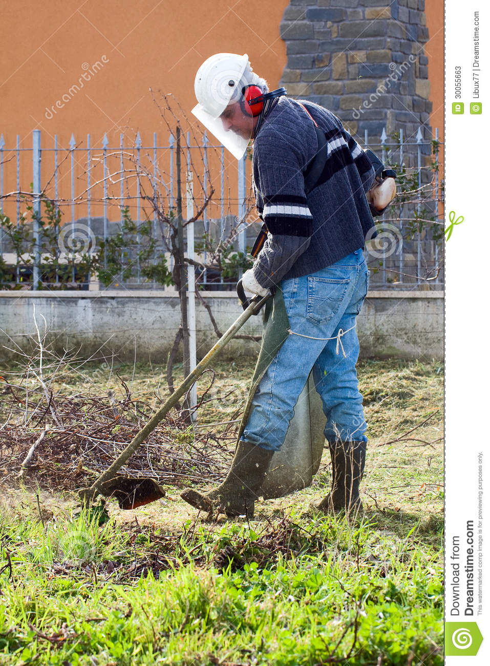 Man Using Hedge Trimmer Stock Photos Image 30055663