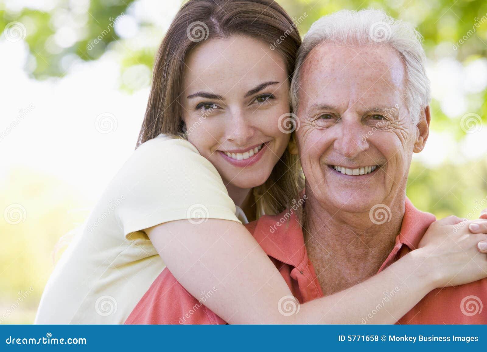 Старые мужчины с юными девочками фото 18 фотография