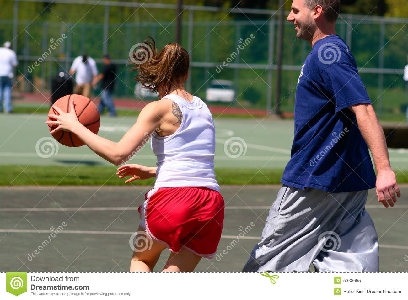 man playing women's basketball - 612×408
