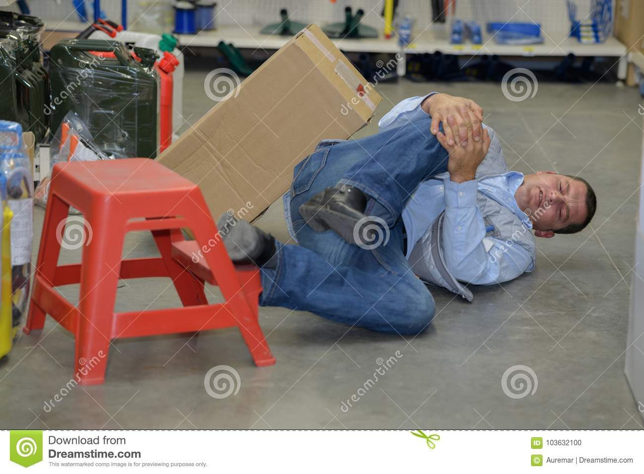 Man worker with knee injury concept accident at work