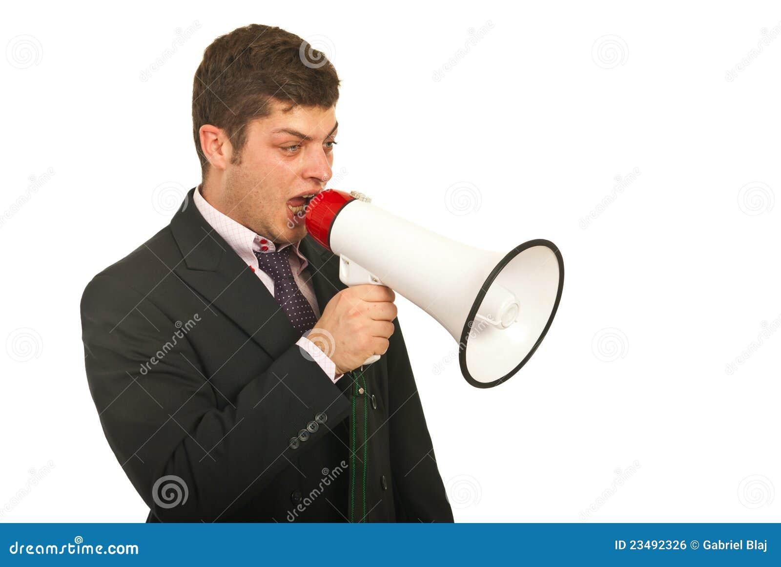 Manager die uit door megafoon spreekt