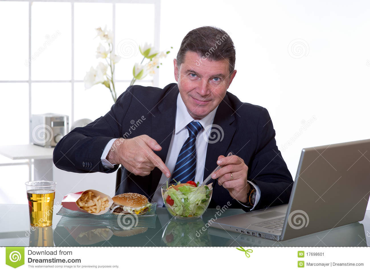 Manager at office eat green salad