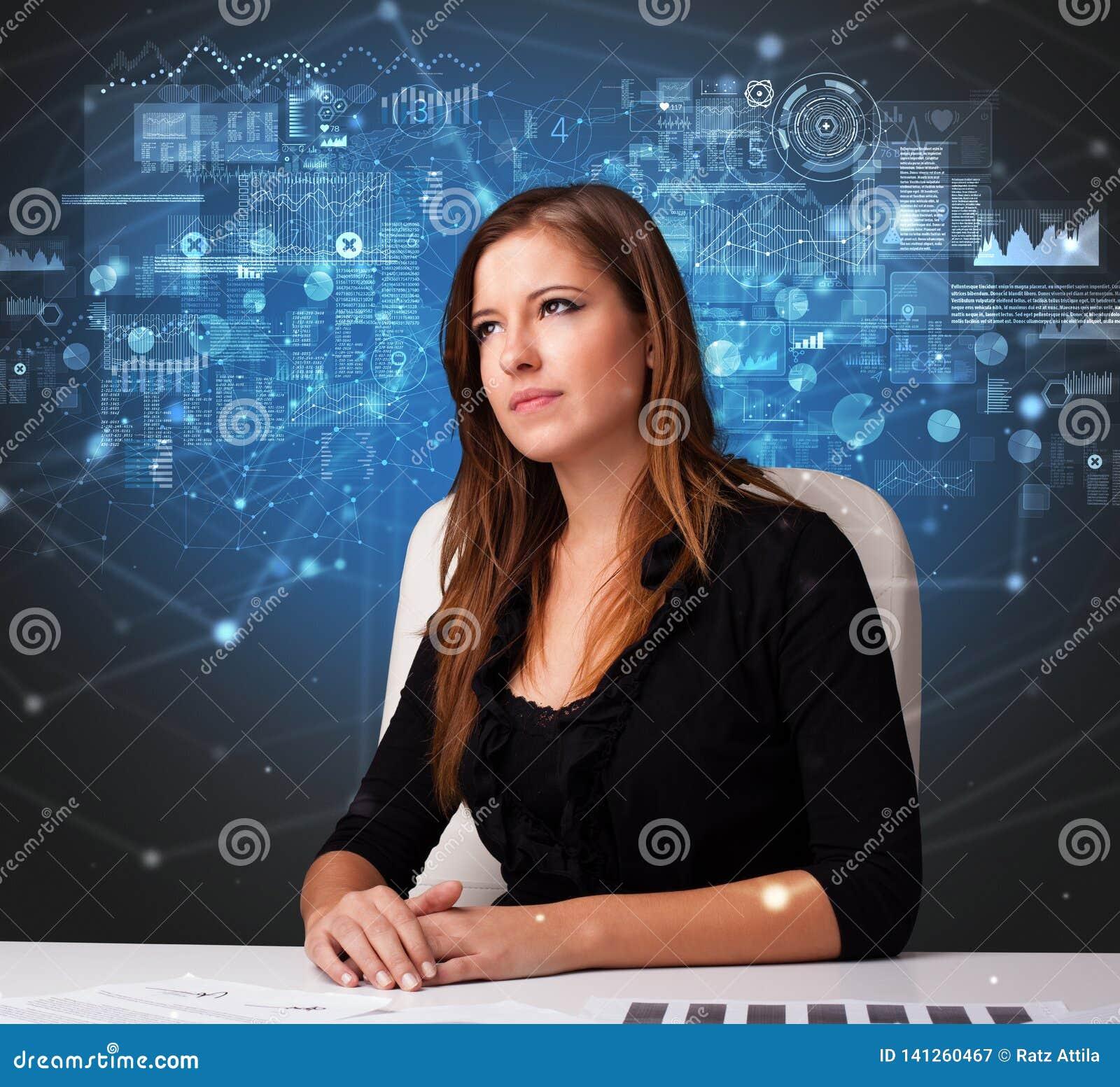 Manager op het kantoor die verslag en statistieken uitbrengen