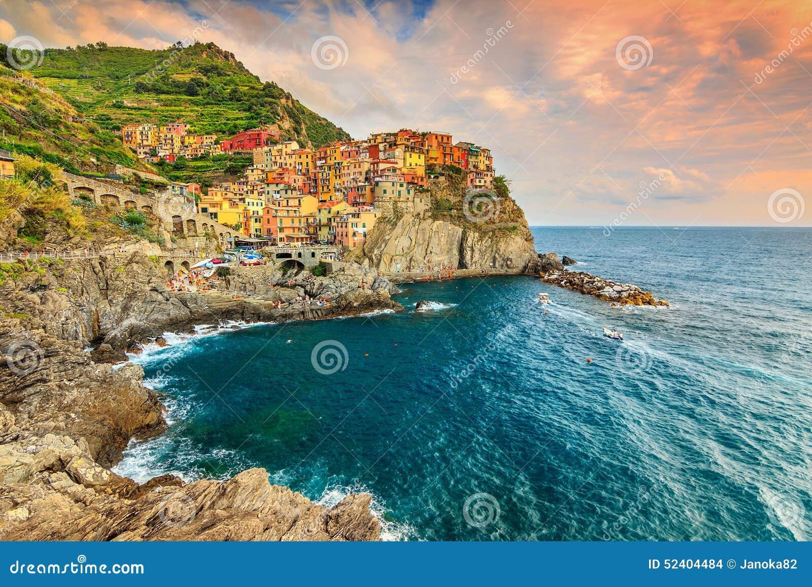 Manarola by på den Cinque Terre kusten av Italien, Europa