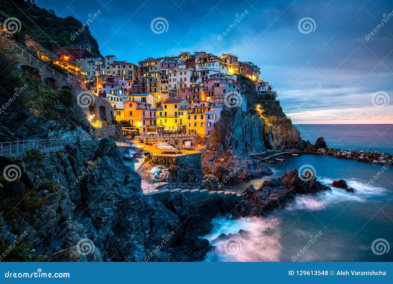 Manaroladorp, Cinque Terre Coast van Italië Manarola een mooie kleine stad in de provincie van La Spezia, Ligurië, het noorden va